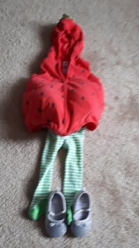 Baby 12 months strawberry outfit costume  Surrey, V3S 3J4
