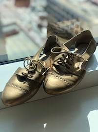 Steve Madden Gold Lace Up Cut Out Oxford Flats - Size 9 San Francisco, 94103