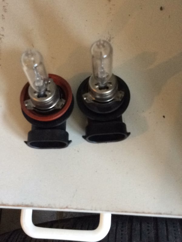 Low beam 65w Worth 15 in stores  Selling fof 5$ i have multiple pairs  8a7d393c-54ba-424e-83be-92d077ca86ad