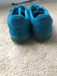 pair of blue low-top sneakers Fort Washington, 20744