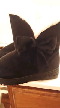 Brand new wmns boots with fur size 5/6