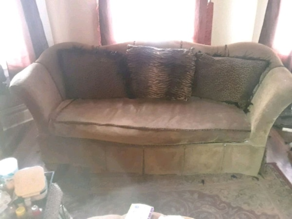 Sofa and matching barrel chair cf14a088-9240-4f3a-9f32-5b1f37129791