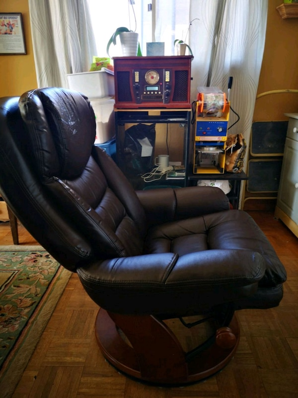 Barber style leather recliner