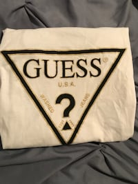 White guess shirt  Langley, V2Y