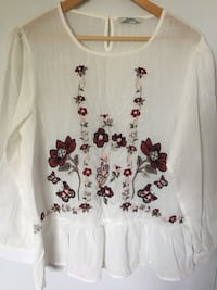 Women's white, red, and gray flora lscoop neck top Hampstead, H3X 1L8