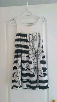 white and black floral scoop-neck sleeveless dress Vaughan, L4H 1X6