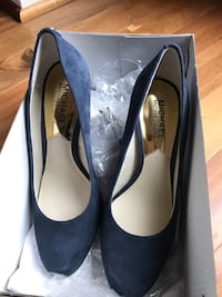 Pair of Michael kors pumps 14 km