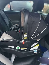 Graco click connect car seat good condition Vancouver, V5S 4J4