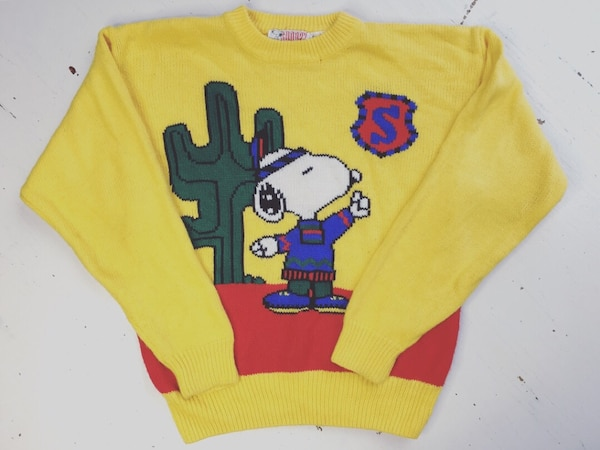 yellow and red pullover jakcaet