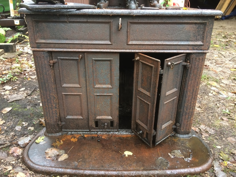 Antique Cast Iron Wood Stove - Letgo - Antique Cast Iron Wood Stove In Falmouth, MI