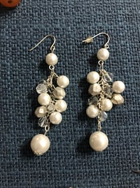 Pair of White Pearl Earrings Toronto, M2J 1W6
