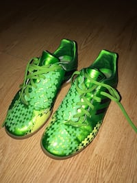 pair of green-and-white Adidas sneakers Mirabel, J7J 2J9