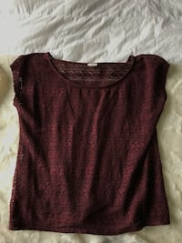 women's maroon scoop-neck shirt Ottawa, K2J 4C8