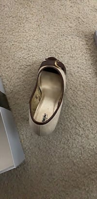 Pair of gray leather flats Columbus, 43035