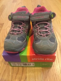 Size 9 Stride Rite hiking boots EUC New Westminster, V3M