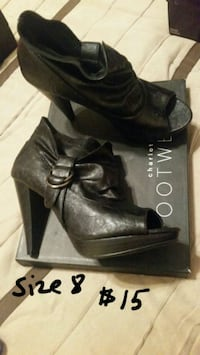 pair of black leather heeled shoes El Paso, 79938