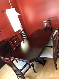 Dining room set with hutch Port Coquitlam, V3B