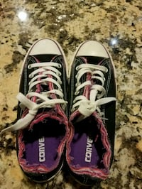 Converse shoes size 7 Cypress, 77429