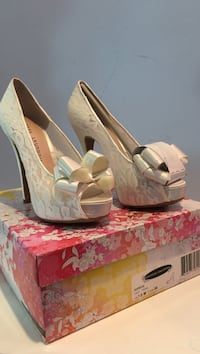Brand New Size 7 Bridal Lace Heels Elkton, 21921