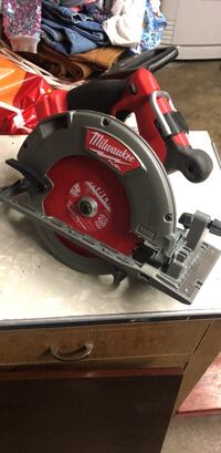 Red and black milwaukee circular saw Vancouver, 98682