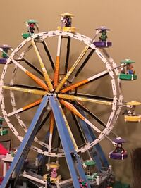 Lego Ferris Wheel - assembled but complete with original figs, instructions and box  Jacksonville, 32257