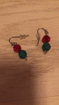 pair of red and green hook earrings Centreville, 20120