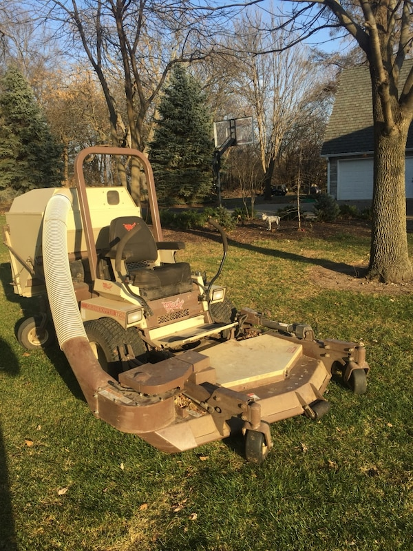 Grasshopper 725 DT with 3461 PF deck mower—with POWERVAC
