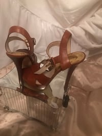 brown and white leather open toe ankle strap heels Pickering, L1V