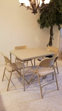 Folding table and 4 folding chairs - Samsonite