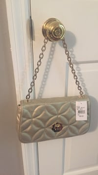 Women's gold/champagne colored handbag. Never used . Vienna, 26105