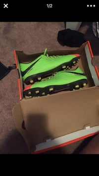 pair of green-and-black Nike low top cleats with box 26 mi