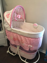 Summer infant pink bassinet  San Antonio, 78216