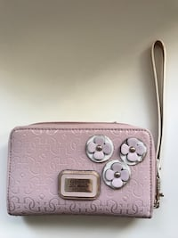Guess Clutch/Wallet Winnipeg, R3M 1A8