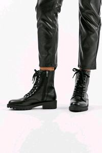 Steve Madden combat boots size 7- Like new Vancouver, V6R 1S5
