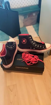 Converses black and pink size 7 women's  Richmond, V7C 3K8