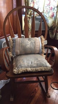 Rocking chair in excellent condition with cushions Lehighton, 18235