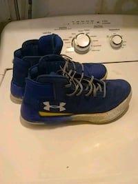 blue-and-white Under Armour basketball shoes Waterloo, N2L 2G5