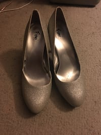 silver heels size 8 1/2 Albany, 70711