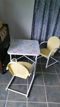 kids table with chairs Middletown, 21769