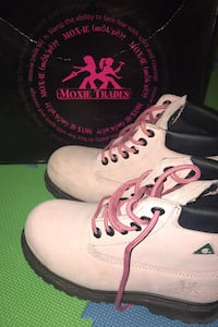 Size 7 Women's Pink hard toe boots ONLY WORN ONCE  Vaughan, L6A