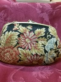 Vintage flowered tapestry purse, with brass chain. California, 91607
