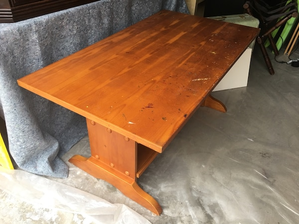 Round Table Aliso Viejo.Children S Wood Art Desk And Chairs