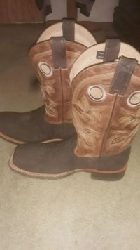 pair of brown leather cowboy boots Martinsburg, 25403