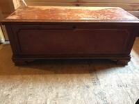 Cedar lined storage chest / hope chest