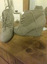 pair of gray suede boots Bakersfield, 93301