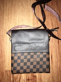 Brown small size Louis Vuitton Side Bag Ottawa, K1H