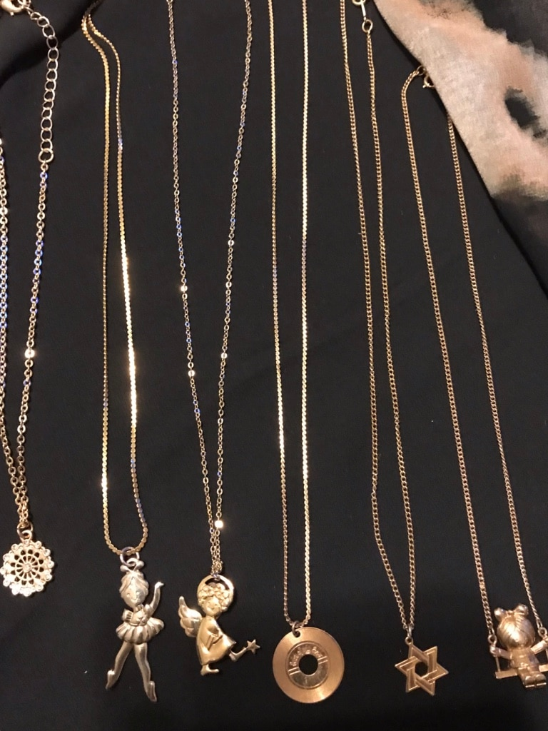 Avon vintage necklaces ,mostly for children. Balle
