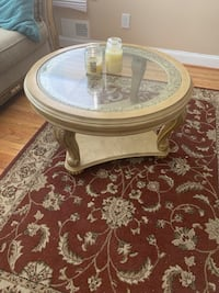 Round clear glass top coffee table with rug Bowie, 20721