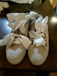 pair of white leather sandals Bronx, 10456