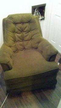 Nice Rocking chair very comfterbal. London, N6H 2G7